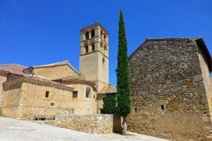 Ábside y torre románica de la Iglesia de San Juan Bautista en Pedraza