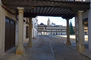 Acceso a la Plaza Mayor de Tembleque