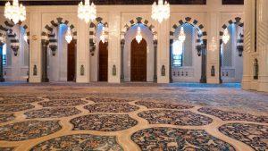 Alfombra en la sala de oración de la Gran Mezquita del Sultán Qaboos