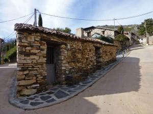 Casa de Almiruete, uno de los pueblos negros de Guadalajara