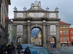 Arco del Triunfo de Innsbruck (Triumphpforte), punto de inicio de Maria Theresien Strasse