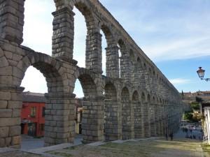 Arcos dobles del Acueducto de Segovia junto a la Plaza de Díaz Sanz