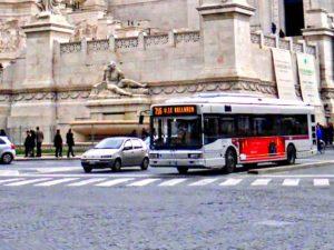 Autobús urbano, uno de los medios de transporte para moverse por Roma