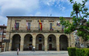 Ayuntamiento de Espinosa de los Monteros en la Plaza de Sancho García