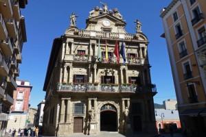 Ayuntamiento de Pamplona, construido para unir los tres burgos medievales de la ciudad, historia de Pamplona