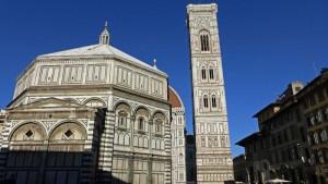 Torre de Giotto junto al Baptisterio de Florencia