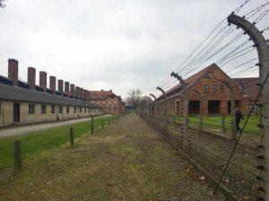 Barracones y alambrada de Auschwitz I