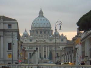 Basílica de San Pedro al final de la Via della Conciliazione