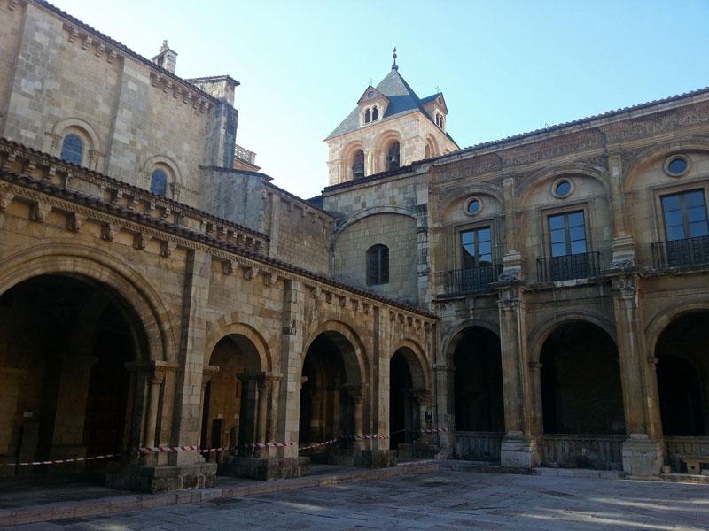 Real Basílica Colegiata de San Isidoro es una joya del románico en España