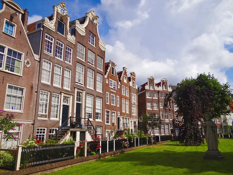 Patio de Begijnhof, una de las visitas imprescindibles de Ámsterdam