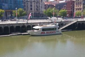 Bilboats recorriendo la ría del Nervión, cómo moverse por Bilbao