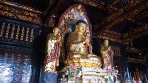 Estatua de Buda en la Gran Pagoda del Ganso Salvaje de Xian