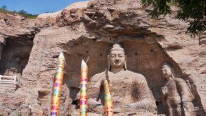 Buda sentado en las Grutas de Yungang