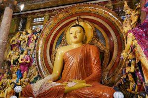 Estatua de Buda en el Templo Gangaramaya, uno de los más visitados de Colombo