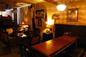Decoración interior de estilo vintage del Café Fortuna de La Habana