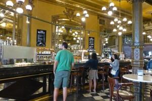 Café Iruña, el local más emblemático de la Plaza del Castillo, plazas de Pamplona