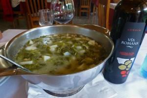 Caldo gallego y vino con Denominación de Origen Ribeira Sacra, qué comer en Santiago de Compostela