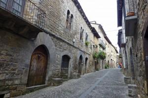 Edificios tradicionales del Aínsa, declarada Conjunto Histórico Artístico