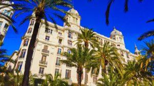 Casa Carbonell, una de las más destacadas muestras de la arquitectura civil en Alicante