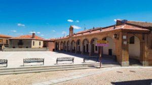 Casas porticadas, ubicadas frente a la Iglesia de San Nicolás de Bari
