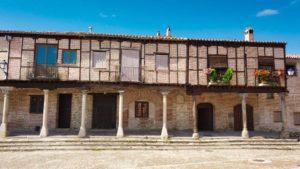 Casas tradicionales en la Plaza de la Villa