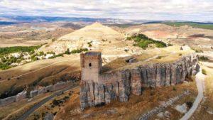 Castillo de Atienza sobre un saliente rocoso