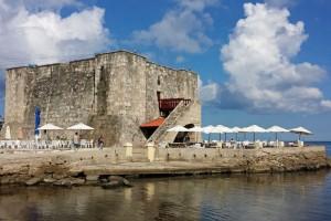 Torreón de la Chorrera, punto de inicio del Malecón de La Habana