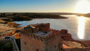 Castillo y Embalse de Peñarroya, forman parte de las Lagunas de Ruidera