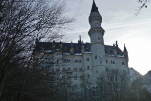 Fachada lateral del Castillo de Neuschwanstein o Castillo del Rey Loco