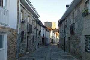 Castillo de Castro Caldelas en el corazón de la localidad, qué ver en la Ribeira Sacra