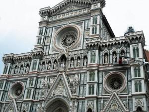 Fachada de la Catedral de Florencia, de estilo neogótico