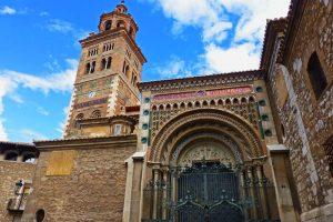 Torre mudéjar y portada neomudéjar de la Catedral de Teruel