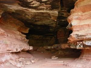 Entrada a una de las cavidades del Parque Natural del Alto Tajo