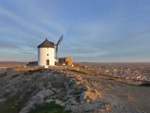 Molinos y Castillo de Consuegra sobre el Cerro Calderico en Consuegra