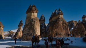 Chimeneas de piedra con forma en la Capadocia