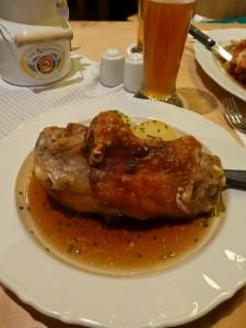 Hämsche, codillo crujiente, qué comer en Múnich