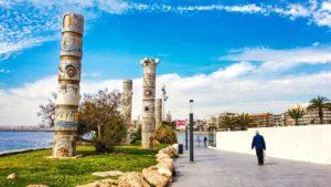 Monumento a las Culturas del Mediterráneo o simplemente Las Columnas