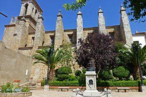 Contrafuertes de la Iglesia Parroquial de Santiago el Mayor
