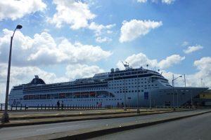 Crucero atracado en la Bahía de La Habana