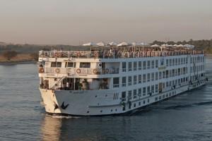 Crucero por el lago Nasser para viajar desde Asúan a Abu Simbel