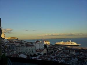 Cruceros atracados en el Puerto de Lisboa, transporte a Lisboa