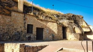 Cuevas del Cerro, antiguamente utilizadas como bodegas