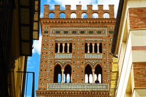 Detalles de la decoración mudéjar de la torre de la Iglesia del Salvador