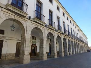 Palacio Arzobispal o Edificio de las Buhardillas en la Plaza Mayor de Yepes