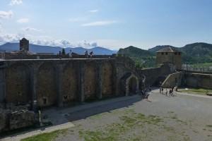 Entrada desde la Plaza Mayor al Castillo de Aínsa
