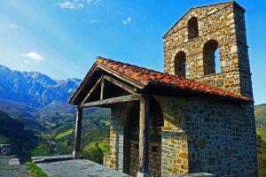 Ermita de San Miguel, el punto desde donde se obtienen las mejores panorámicas del entorno de Potes
