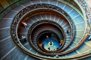Escaleras de Giusppe Momo a la salida de los Museos Vaticanos