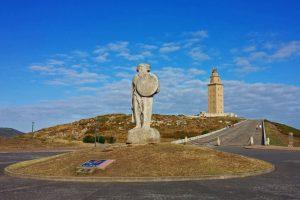 Estatua de Breogán junto a la Torre de Hércules
