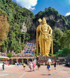 Estatua de Murugan a la entrada de las Cuevas de Batu