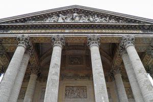 Detalles de la fachada del Panteón de París